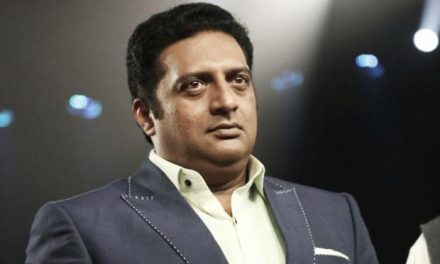 Prakash Raj's house mobbed by protesters