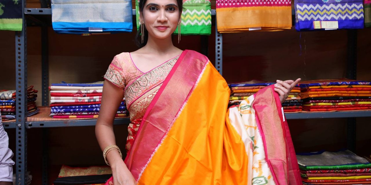 Miss Queen of India 2018 finalist Sandhya Thota Inaugurated Pochampally IKAT mela